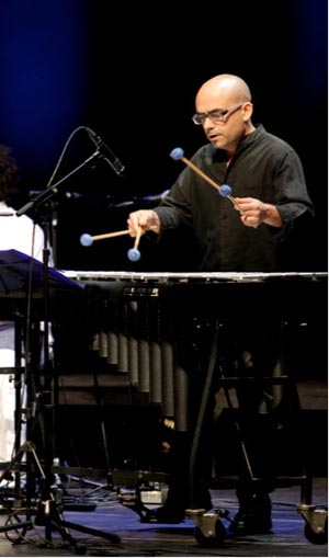 Ximo Martínez tocando el vibráfono