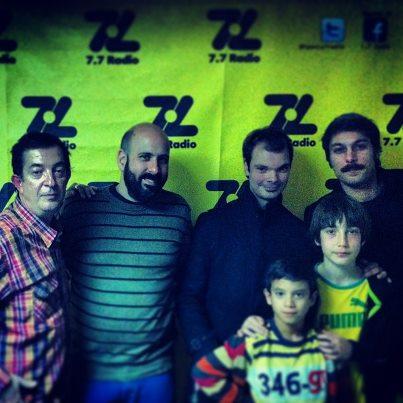 Foto del grupo en la radio