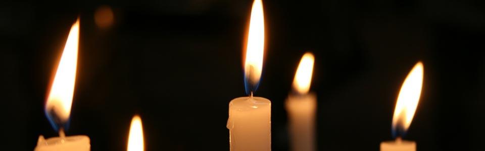 Foto de unas velas encendidas
