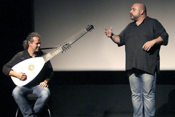 Instante del montaje Con cierto sexo que protagonizan Félix Albo y Carlos Oramas.
