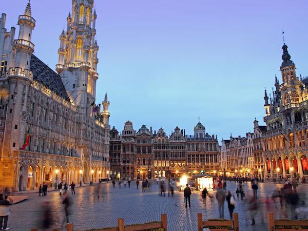 'Viajar por el arte'- Imagen de la Grand Place de Bruselas - Publicado en Canarias Cultura