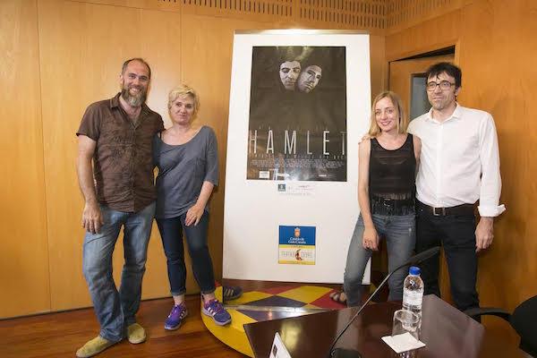 """El Teatro Cuyás celebra con """"Hamlet"""" y un brindis sus primeras 2.000 representaciones"""