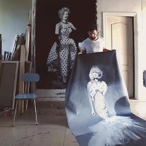 Cristóbal Tabares expone grandes retratos de personajes de un cabaret de París